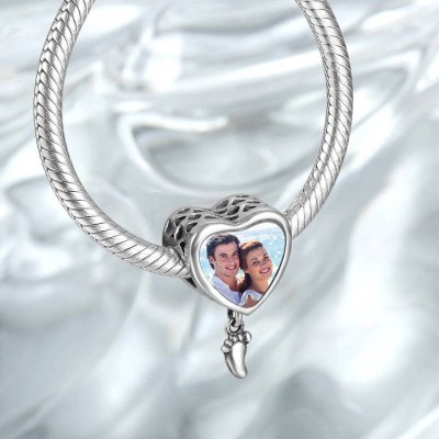 Photo Charm Strolling By The Sea With Heart-Shaped Silver